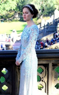 Blair Waldorf - Elie Saab Series finale of gossip girl! Gorgeous way to end the series Gossip Girl Blair, Gossip Girls, Moda Gossip Girl, Estilo Gossip Girl, Gossip Girl Fashion, Vestidos Elie Saab, Elie Saab Dresses, Celebrity Wedding Dresses, Celebrity Weddings
