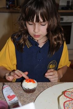 Create a kids cake decorating cooking party with these tips and ideas.