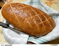 Do vlažné vody dáme kostku cukru, rozdrolíme droždí a necháme až droždí nakyne. Do mísy dáme mouku, sůl, kmín a promícháme. Přidáme olej a kvásek... Bread Recipes, Cooking Recipes, Healthy Recipes, Czech Recipes, Ethnic Recipes, Bread And Pastries, Bread Baking, Pain, Food And Drink