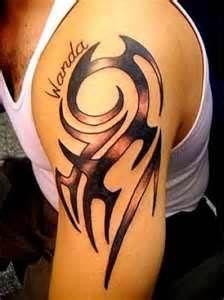 Tatuaje De Tribal En El Brazo Con Nombre