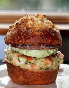 Chunky Shrimp Burgers with Avocado Aioli sauce, sliders, seafood burger, brioche onion bun, Shrimp Dishes, Shrimp Recipes, Sauce Recipes, Fish Recipes, Avocado Recipes, Grilled Shrimp Burger Recipe, Food Shrimp, Shrimp Tacos, Spicy Shrimp
