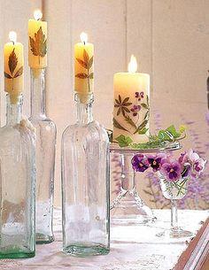 Candele decorate con fiori e foglie secche