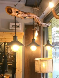 Top 20 Cool Decorating Ideas With Live Edge Wood - Kronleuchter Farmhouse Lighting, Rustic Lighting, Home Decor Furniture, Diy Home Decor, Driftwood Chandelier, Live Edge Wood, Wooden Lamp, Rustic Kitchen, Interior Design Living Room