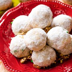 I love making toasted pecan snowballs, or Russian Teacakes, during the holidays because they are prepared in only 1 bowl! Pistachio Cookies, Pecan Cookies, Best Christmas Cookies, Xmas Cookies, Drop Cookies, Gingerbread Cookies, Holiday Baking, Christmas Baking, Christmas Goodies