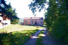 Farmhouse to be restored for sale with annexes in the Marche countryside of San Ginesio, Macerata province #properties #realestate #luxury #italy #marche