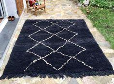 Tapis+Beniouarain+noir+motif+géométriques+blancs+fait+main+pure+laine+vierge+teintes+naturelles+210cmx165cm