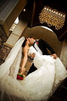 Elegant Wedding Chapel in Las Vegas is the Perfect Wedding Venue for an Intimate Ceremony and a Stunning Wedding Photography.