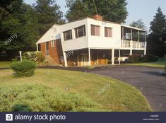 Download this stock image: American suburban house dating from 1960s with carport in Chevy Chase Maryland USA - AWA88T from Alamy's library of millions of high resolution stock photos, illustrations and vectors.