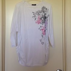 Cute white patterned shirt This shirt is fun and looks great with legging. It is long and cinches around your curves. The sleeves are a quarter sleeve. It is great for upcoming Spring and Summer. It has been worn many times and the tag is starting to come off but the shirt it self is in amazing shape! Faded Glory Tops Tees - Short Sleeve