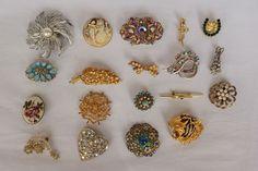 Catawiki pagina online de subastas Set of 19 vintage brooches