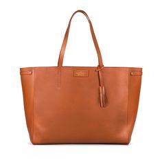 Bolsa tote de couro, com fácil acesso, interior amplo e design resistente ao tempo. É uma bolsa coringa para todos os dias.  Produto 100% brasileiro.Feito por jovens apaixonados pelo que fazem.