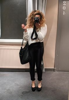 leather leggings rolled up Samantha Maria, Beauty Crush, Hipster Fashion, Leather Leggings, Clothing Items, Fashion Addict, Muse, Fashion Beauty, Crushes
