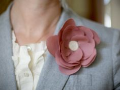 This is a nice (easy, no-sew) flower to make to put on a headband or hairclip. (not sure I'd wear it as a lapel pin as shown, but, meh -- you never know...)
