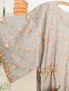Inspiration: Add kimono sleeve to Simplicty Angel frock? Like the contrast fabric at sleeve edge & over elastic(?) where ties usually attach to body of dress. Angel Outfit, Angel Dress, Diy Clothing, Sewing Clothes, Dottie Angel, Granny Chic, Apron Dress, Sewing Ideas, Sewing Projects