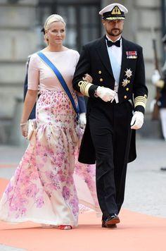 2015, Håkon og Mette-Marit i bryllupet til Prins Carl Philip og Sofia Hellqvist