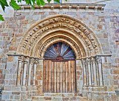 Portada Románica, iglesia de San Lorenzo - Vallejo de Mena, provincia de Burgos