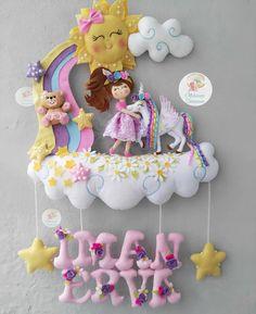 No hay descripción de la foto disponible. Baby Crafts, Felt Crafts, Fabric Crafts, Fun Arts And Crafts, Diy And Crafts, Crafts For Kids, Baby Shower Deco, Unicorn Wall Art, Felt Wreath