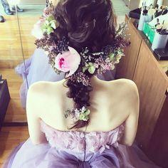一目惚れ♡美容師のマリさんの、リボンやお花を使ったお呼ばれヘアが可愛い!にて紹介している画像