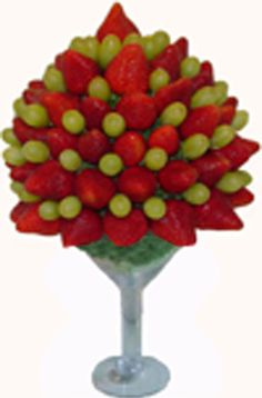 strawberry and grape fruit arrangement (edible food art)Fruit Bouquet in Martini Glass Edible Fruit Arrangements, Fruit Centerpieces, Fruit And Veg, Fresh Fruit, Fruits Decoration, Deco Fruit, Fruit Creations, Food Carving, Vegetable Carving