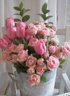♪♫♥ beautiful roses in galvanized bucket. Great floral idea.