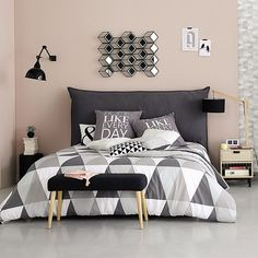 Scandinavian Bedroom Ideas Born in the coldest areas, the Scandinavian style includes pieces of furniture made of pine, serious lines and tones inspired from fjords. Dream Rooms, Dream Bedroom, Home Bedroom, Bedroom Ideas, Bedrooms, Teen Bedroom, Modern Bedroom, Bedroom Wall, Master Bedroom
