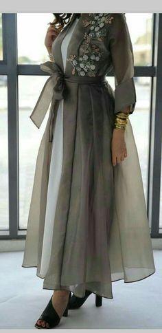 Trendy Fashion Design Hijab Maxi Dresses L'image contient peut-être : une personne ou plus New Arrival Skirt, Street Style Abaya Fashion, Muslim Fashion, Modest Fashion, Fashion Dresses, Mode Abaya, Mode Hijab, Look Fashion, Trendy Fashion, Fashion Design