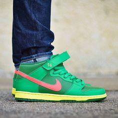 brand new bc667 5b609 Nike Dunk Mid Pro SB