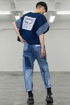 Denim T Shirt, Denim Top, Custom Clothes, Diy Clothes, Denim Fashion, Fashion Outfits, Denim Trends, Future Fashion, Denim Outfit