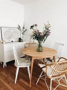 Roomtour: Das Ess- und Wohnzimmer - amazed Beautiful living ideas for your dining room. Best Dining, Small Dining, Decoration Inspiration, Interior Inspiration, Decor Ideas, Dining Room Table, Dining Area, Diy Casa, Interior Decorating