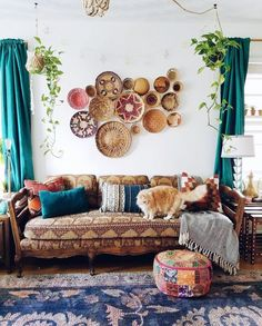 Corinna thebohoabode Loving this vintage bohemian feel above your couch is a perfect spot for a feature basket wall adding warmth texture to your lounge room Apartment Interior Design, Living Room Interior, Interior Livingroom, Boho Living Room, Living Room Decor, Bohemian Living, Living Room Wall Decor Ideas Above Couch, Feature Wall Living Room, Décor Boho