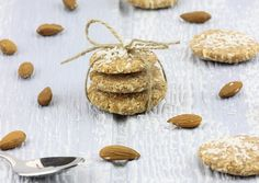 Easy very dry almond pulp cookies | The Rawtarian INGREDIENTS 2 cups almond pulp (well drained but still moist) 3/4 cup dried shredded coconut 1/3 cup maple syrup or agave nectar 2 teaspoons vanilla 1/8 teaspoon sea salt 7 SERVINGS