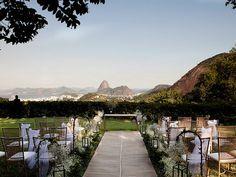 Casamento fora da igreja. Decoração: Carol Souza Lima. Rio de Janeiro