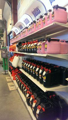 Plastexin autoilu ja veneily tuotteita hyllyssä. Made in Finland.