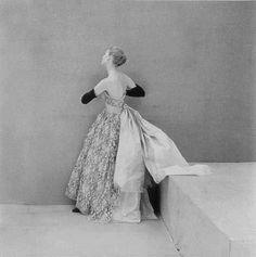 balenciaga-vintage-gown-1961