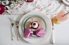 This is BEST list of bridal shower ideas out there! It includes bridal shower decorations, bridal shower themes, bridal shower game ideas, and more! Fun Bridal Shower Games, Printable Bridal Shower Games, Bridal Shower Decorations, Pink Parties, Birthday Parties, Minnie Mouse Pink, Hello Kitty Birthday, How To Make Bows, Party Time