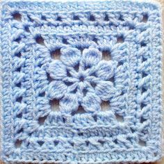 Walled Garden Square, free pattern // SO PRETTY! A