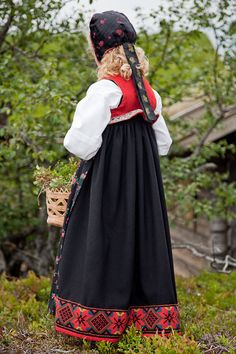 Children's bunad from Sigdal Norway . Norwegian Clothing, Scandinavian Folk Art, Traditional Dresses, Traditional Fashion, Folk Costume, World Cultures, Norway, Bridal Dresses, Barn