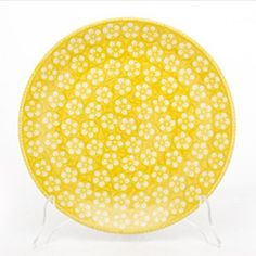 I bet this awesome yellow plate by Polish pottery would be very beautiful combined with traditional navy patterns!