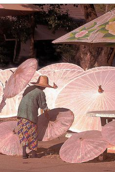 Stunning pink parasols. Does anyone know the original artist to this beautiful work of art? I believe some mentioned they are Thai parasols but those pins didn't mention the artist.
