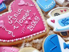 Ciasteczka z personalizacją, idealne jako ślubne podziękowania dla rodziców albo świadków! Zapakowane w ładne pudełeczko - gotowe do wręczenia :)  Do kupienia w sklepie internetowym Madame Allure!