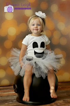 Karsyn's first Halloween!! Friendly Ghost Halloween Tutu Costume - so making this for my little girl this year!