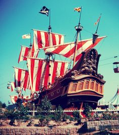 Disneyland Pirate Ship and Restaurant, It was originally sponsored by Chicken of the Sea, apparently, and served tuna dishes of all kinds. It is a serious crime to all Peter Pan fans that this was ever removed. Although I don't like tuna. Retro Disney, Old Disney, Disney Love, Disney Magic, Disney Stuff, Disneyland Photos, Vintage Disneyland, Disneyland Resort, Disneyland Parks