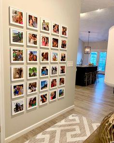 Photo via IG: Today's family wall inspiration! Photo via IG: Photo Wall Decor, Family Wall Decor, Photo Wall Collage, Wall Of Family Photos, Family Photo Walls, Display Family Photos, Picture Walls, Photowall Ideas, Travel Wall Decor