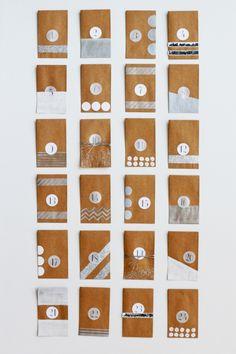 """Calendario de Adviento """"Sobres kraft decorados en plata"""""""