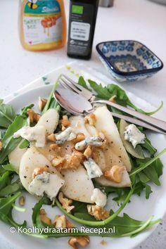 Peer met gorgonzola en zoete dressing | KoolhydraatarmRecept.nl Good Food, Yummy Food, Go For It, Caesar Salad, Tapas, Foodies, Food And Drink, Low Carb, Vegetarian