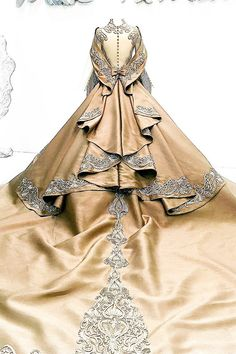 It is life-enhancing and, like everything that gives pleasure, it is. Fabulous Dresses, Elegant Dresses, Pretty Dresses, Beautiful Dresses, Steam Punk, Couture Fashion, Runway Fashion, Bridal Fashion, Bridal Gowns