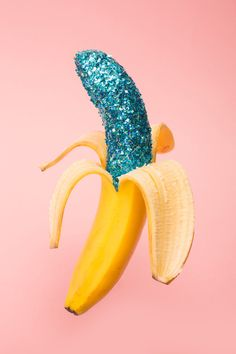 Wallpaper x Milk Magazine's cafè on Bechance Glitter banana art direction. Inspiration Wand, Paper Fruit, Pop Art, Milk Magazine, French Magazine, Banana Art, Blue Banana, Graphisches Design, Interior Design