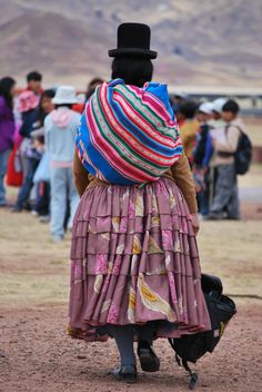 South America | Portrait of an Aymara woman wearing traditional clothes, Bolivia #bowler