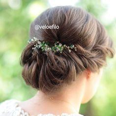 Hair Comb Wedding, Wedding Hair Accessories, Green Wedding, Wedding Hairstyles, Instagram, Fashion, Moda, Wedding Hair Combs, Fashion Styles