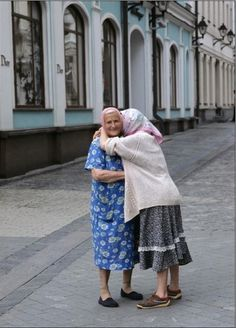 I would LOVE to hug my friend Cheryl Lee, (Snoozy) like this, in another 10 years! Heck, I'd love to see her and hug her, NOW! Best Friends Forever, My Best Friend, Art Beauté, Hugs, Grow Old With Me, Old Folks, The Golden Years, Old Age, Young At Heart